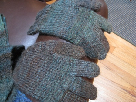 julie-handspun-gloves.jpg